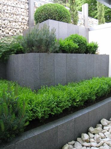einfassungen beton granit stelen sieber. Black Bedroom Furniture Sets. Home Design Ideas